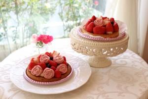 バラとイチゴのタルト